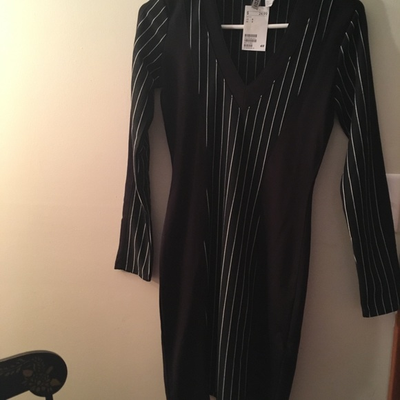 H&M Dresses & Skirts - Tight black&white dress.